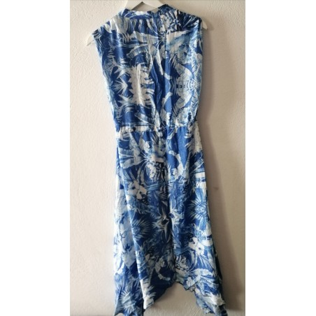 Robe longue emmanchure large