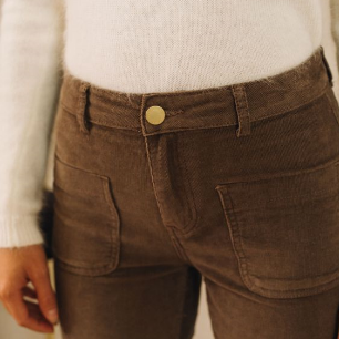 mode féminine, un pantalon flou, ou un jean slim
